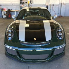 """Brewster Green Porsche 911 R with $100,000 in Options Is """"One Fast Beetle"""" - autoevolution"""