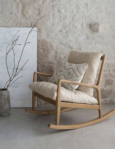 Wooden rocking chair - - Rocking armchair in natural wood with cushions cream colors. Deco Zen, Wooden Rocking Chairs, Ercol Rocking Chair, Rocking Chair Nursery, Swivel Chair, Purple Chair, Chair Makeover, Bedroom Chair, Vintage Chairs