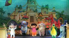 Dora Live!  De Stad met het Verloren Speelgoed (3+)  Lokatie: Grote Zaal  Datum: zondag 14 oktober van 13.00 uurvanaf €17,65    Het vrolijke meisje Dora, bekend van tv, komt eindelijk naar het theater!