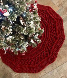 Big Christmas Tree, Christmas Skirt, Crochet Christmas Trees, Victorian Christmas, Christmas Knitting, Christmas Tree Decorations, Rustic Christmas, Crochet Tree Skirt, Christmas Tree Skirts Patterns