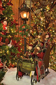 Sleigh ride caroler lamp post Christmas display