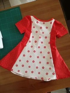 "Hello dear, Today is the long-awaited beginning of spring. Why longed for, because it can only get warmer now and summer doesn't seem too far anymore. In the last…Spring / summer dress ""Jeany""Elfriede Schifri Nähen Hello dear, Today is the long-await Baby Girl Dress Design, Girls Frock Design, Baby Girl Frocks, Frocks For Girls, Baby Frocks Designs, Kids Frocks Design, Girls Dresses Sewing, Little Girl Dresses, Cotton Frocks For Kids"