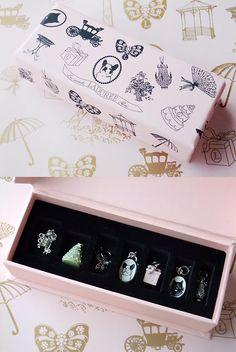 Laduree beautiful box and jewelry packaging Luxury Packaging, Pretty Packaging, Brand Packaging, Packaging Ideas, Jewelry Packaging, Jewelry Branding, Laduree Paris, Ecommerce Packaging, Ideias Diy
