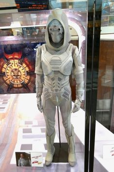 In Marvel Studios new Ant-Man and the Wasp movie, the size-changing, crime-fighting duo face off against a female criminal version of the 'Ghost', who uses stolen technology to turn herself intan Wasp Costumes, Ghost Costumes, Movie Costumes, Halloween Costumes, Halloween Halloween, Vintage Halloween, Halloween Makeup, Ghost Marvel, Captain Marvel