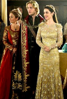 AMAZING costume design, makes me miss GG all the more. #reign #cw