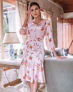 Hey Sweetie Visit our Website and enjoy with our Girls Quizzes ! Flowery Dresses, Pink Dress, Dress Up, Autumn Fashion 2018 Women, Womens Fashion, Modest Fashion, Fashion Dresses, Mode Bcbg, Moda Chic