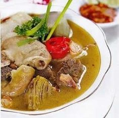 Indonesian Food Indonesian cuisine is one of the most vibrant and colourful cuisines in the world, full of intense flavour. It is eclectic and diverse, in Asian Recipes, Healthy Recipes, Ethnic Recipes, Indonesian Cuisine, Indonesian Recipes, Malay Food, Asian Kitchen, Singapore Food, Western Food
