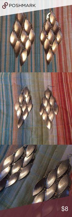Beautiful silver sparkly leaf-like earrings Beautiful silver sparkly leaf-like earrings Jewelry Earrings