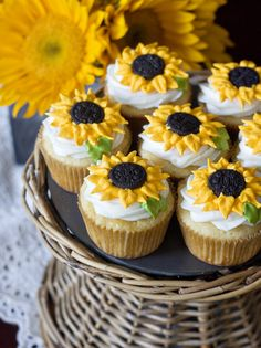 These cheerful sunflower cupcakes just make me smile! Especially because the cupcakes are lemon flavor – yum. The homemade cupcakes are simply but beautifully d 13 Desserts, Delicious Desserts, Yummy Food, Spring Desserts, Cookie Desserts, Yummy Yummy, Cupcakes Flores, Love Cupcakes, Lemon Cupcakes