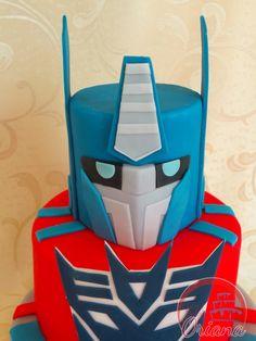 Torta Transformers | Transformers cake http://blog.giallozafferano.it/crociedeliziedioriana/2015/10/torta-transformers.html