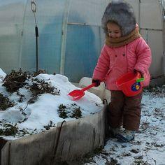 Так уже хочется строить горки!!! Но снега ещё мало... Зато морозец что надо - бодрит и настраивает на новогодний лад  There's not enough snow to build a slide but it's frosty enough to feel like real winter. Holidays are coming...  #prettycold #cute #wintergirl #russianwinter #cold #wintergames #зимыещенет #зимниеигры #мороз #красныйнос #неваляшка #софиязимой #малоснега