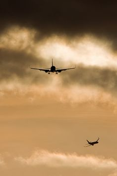 Aircraft on Final by Tim de Groot