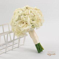 Best Ideas For Wedding Bouquets Ivory Ranunculus Silk Bridal Bouquet, Spring Wedding Bouquets, Diy Wedding Bouquet, Bridal Flowers, Bridal Shower Cakes Rustic, Bridal Shower Desserts, Disney Bridal Showers, Gold Bridal Showers, Soft Bridal Makeup
