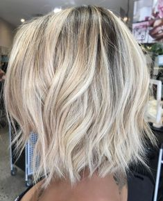 Bright Blonde Bob with Shaggy Ends bob hairstyles blonde 70 Devastatingly Cool Haircuts for Thin Hair White Blonde Bob, Brown Blonde Hair, Bright Blonde Hair, Blonde Wig, Blonde Brunette, Thin Hair Haircuts, Cool Haircuts, Fine Hairstyles, Wedding Hairstyles