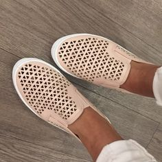 We still have some sizes available in these super cute, blush flats! - $32 #springfashion #spring  #fashionista #shoplocal #aldm #apricotlaneboutique #apricotlanedesmoines #shopaldm #desmoines #valleywestmall #fashion #apricotlane #newarrival  #shopalb  #ootd #westdesmoines  #shopapricotlaneboutiquedesmoines #ontrend
