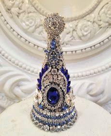 Jewelry Frames, Jewelry Tree, Old Jewelry, Trendy Jewelry, Jewelry Making, Jeweled Christmas Trees, Cone Christmas Trees, Vintage Christmas, Christmas Diy