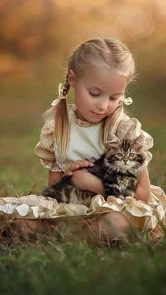 Mine all mine. Animals For Kids, Animals And Pets, Baby Animals, Cute Animals, Precious Children, Beautiful Children, Animals Beautiful, Cute Kids Pics, Cute Pictures