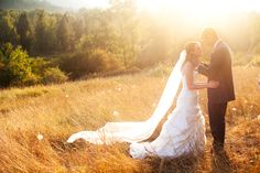 wedding photography pose, plus I love the veil!