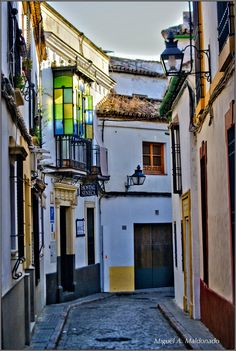 Se pone el sol camino de La Mezquita de Córdoba... http://www.bodegasmezquita.com/