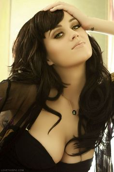 Katy Perry celebrity music artist katy perry celebrities..Thinking about getting back to this cut and color for Fall <3