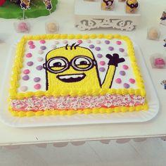bolo artistico minions www.chocolatesariane.com.br