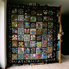 susis quilts: my version of the caswell carpet in wool is done and some squarepuffs Motifs Applique Laine, Wool Applique Quilts, Wool Applique Patterns, Wool Quilts, Embroidered Quilts, Wool Embroidery, Felt Applique, Wool Fabric, Quilt Pattern