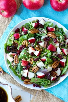 Light, healthy and packed full of fiber and protein, this apple harvest salad is perfect for lunch or dinner. Fall has never tasted so fresh! Vegan Thanksgiving, Thanksgiving Side Dishes, Clean Eating, Healthy Eating, Dinner Healthy, Healthy Salad Recipes, Vegetarian Recipes, Apple Walnut Salad, Apple Salad