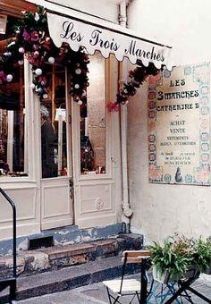 Les Trois Marches (Three Steps). Vintage purse shop in Paris, France.  ASPEN CREEK TRAVEL - karen@aspencreektravel.com