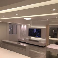 Amamos o projeto de iluminação do nosso apê! @marcosdourado_arquiteto pensou em cada detalhe e nos surpreendeu #salaestendida #apartamento #decoracao #obra #reforma #iluminacao