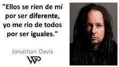 Jonathan Houseman Davis, nacido el 18 de enero de 1971 en Bakersfield, California, es un cantante estadounidense de origen escocés y vocalista de la banda de nu metal Korn.  Jonathan figura en el puesto 16 en la lista Los 100 mejores vocalistas del metal de todos los tiempos , según la revista estadounidense Hit Parader.