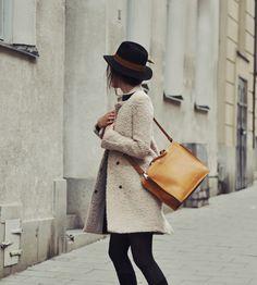 Autumn/ coat/ hat