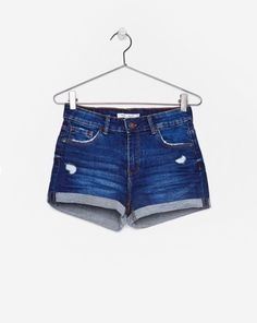 denim shorts perfect for summer !