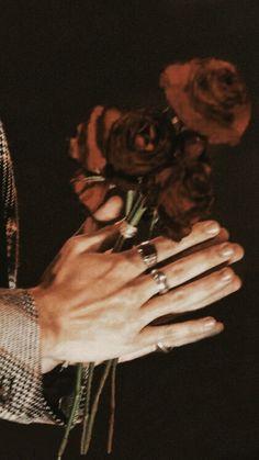 Pin by juhi singh on harry,niall, louis in 2019 гарри стайлз Harry Styles Fotos, Harry Styles Live, Harry Styles Pictures, Harry Edward Styles, Harry Styles Tattoos, Photo Wall Collage, Picture Wall, Catrina Tattoo, Mr Style