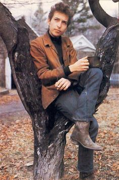 Bob Dylan. He poses in the strangest places sometimes.