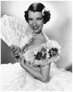 Lily PONS '30-40 soprano singer, actress (12 Avril 1898 - 13 Février 1976)Was a French-American operatic soprano and actress who had an active career from the late 1920s through the early 1970s. As an opera singer she specialized in the coloratura soprano repertoire and was particularly associated with the title roles in Lakmé and Lucia di Lammermoor. She died of pancreatic cancer in Dallas, Texas, aged 77.