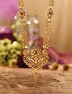 Rivaah presents gold and kundan encrusted jewellery for brides from all parts of India and caters to all Indian weddings. Gold Mangalsutra Designs, Gold Earrings Designs, Gold Jewellery Design, Necklace Designs, Indian Gold Jewellery, Tanishq Jewellery, Jewellery Box, Gold Jewelry Simple, Dainty Jewelry