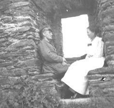 Soldier and wife Kriegsfotos Walter Naumann nr.2 | | CC-BY-SA Europeana 14-18
