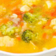 Karfiol je ľahko stráviteľná a rýchlo dostupná zelenina. Zasýti síce krátkodobo, ale obsahuje množstvo cenných látok pre organizmus. Úplným základom je karfiolová polievka... Cheeseburger Chowder, Curry, Soup, Ethnic Recipes, Diabetes, Curries, Diabetic Living, Soup Appetizers, Soups