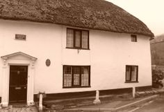 cottage (1610) in Queens Street, Colyton - photographer: Robert Bovington  http://bovingtonbitsandblogs.blogspot.com.es/ #England #Devon