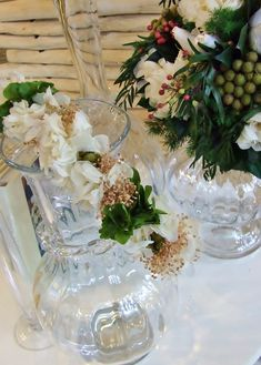3ec5e3cc652aa Corona de flores blancas y verdes liofilizados para la Primera Comunión