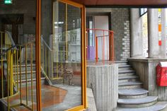 Aldo van Eyck: Hubertus House. Entrance Stoop
