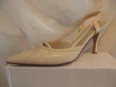 vintage 1940s 50s housewife Style ladies pointed stiletto shoes cream beige leather ROCKERBILLY wedding by Hats4Ladies on Etsy