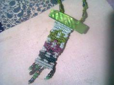 https://www.facebook.com/macramelavilla/?fref=ts  collar tonalidad verde en macramé, diseño 'unico
