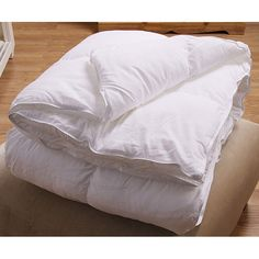 Sleep soundly no matter what the season with this cozy down alternative comforter. The baffle, box-style comforter is filled with a hypoallergenic down substitute, so you can enjoy its luxurious comfort without sneezing and sniffling.