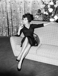#SophiaLoren ... beginning now -  I will pin a number of candid shots of Sophia... Kiss me I'm Italian