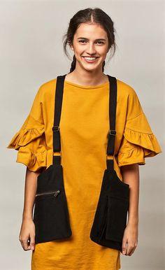 Bolso Chaleco/Holster Bag Negro Farmer Outfit, Japan Bag, Fashion Bags, Fashion Outfits, Diy Bags Purses, Hip Bag, Unisex, Chic Dress, Linen Dresses
