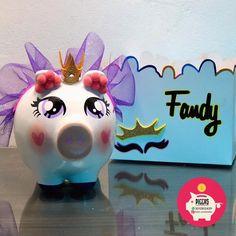 Piggy 🐽 Princesa Púrpura 💜 • ⭐️Alcancías Personalizadas, 100% pintadas a Mano 🎨 ✍🏻 ⭐️Decoraciones en cerámica personalizadas. 🎎🏺 ⭐️Cajas tipo Canasta Personalizadas.📦 • • • #barranquilla #alcancias #ahorro #marranitos #ahorroconamor #piggys #alcanciaspersonalizadas #marranitos #marranitospersonalizados #cajaspersonalizadas #cajasderegalo #cajasdecoradas #elefantesdecorativos #decoraciondeinteriores #decoraciones #ceramica Piggy Banks, Money Box, Amelia, Instagram, Decorated Boxes, Ornaments, Axolotl, Custom Boxes, Pigs