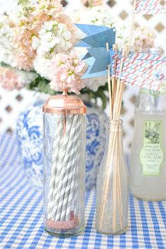 cute craft must have:DIY paper flags for straws, skewers & stir sticks♥