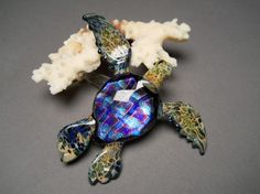 Swimming glass sculptured Sea Turtle with Dichroic by Glassnfire