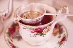 mademoiselle-rose-things: The perfect cup of tea. Perfect Cup Of Tea, My Cup Of Tea, Vintage Cups, Vintage Tea, Kefir Recipes, Coffee And Books, Tea Service, High Tea, Drinking Tea